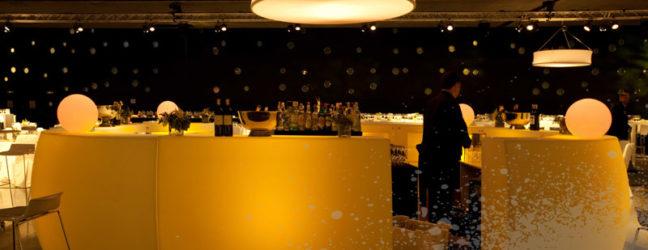 Mobiliario para eventos: dos tipos de barras de bar